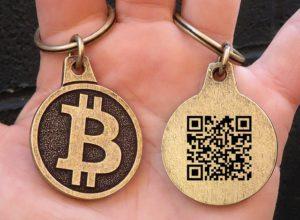 bitcoin kulcstartó és QR kód bitcoin tranzakciók végrehajtásához